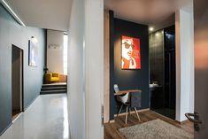 Apartamento de dois quartos que trabalha bem o uso do preto - limaonagua