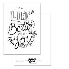 A6 kaart met handgetekende tekst van Paperfuel. Life is better with you in it.
