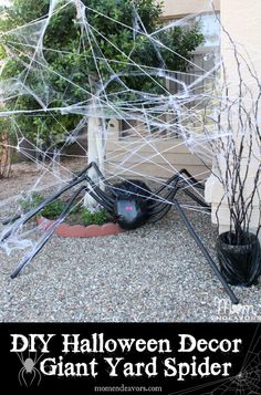DIY+Halloween+Yard+Decor--+Giant+Spider+in+Spiderweb+(full+instructions+for+making+your+own)+via+momendeavors.com+#Halloween
