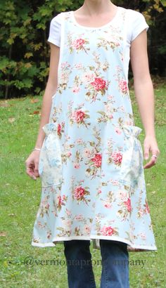 Floral Prints for Aprons - The Apron Gazette Vintage Clothing, Vintage Outfits, Pinafore Apron, Buy Fabric, Sewing Tips, Aprons, Garden Inspiration, Vermont, Jumper