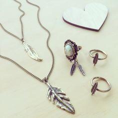 Colar longo duplo Feathers + Anel Little Feather + Anel Vintage Boho peninhas marfim = ♥
