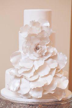 Absolutely Love These Wedding Cake Ideas - MODwedding