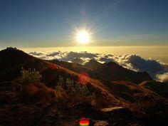 My favourite trip, one night on Mount Rinjani, sleeping next to the volcano crater :)  #globesessions #mountrinjani #rinjani #lombok #indonesien #gunungrinjaninationalpark #caldera #segaraanak #trekking #vulkan #volcano #crater #gunungrinjani #babyvolcano #indonesia Kuta, Bali, Lombok, Strand, Celestial, Sunset, Outdoor, Indonesia, Bows