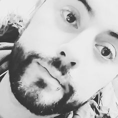 Enquanto isso a vida segue #segue #sdv #me #smyle #cwb #barba #piercing #brazilianboy #instalikes #instalike #like4like #instamood #pretty #man #love #work #trabalho #oi #style by leandrogodoycwb