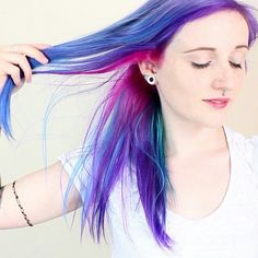 I love her hair...I wish I could find her website again