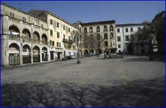Risultato della ricerca immagini di Google per http://www.comune.sassari.it/imgs/piazza_tola.jpg