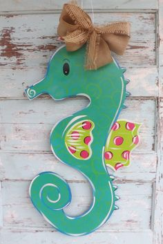 SeaHorse Door Hanger, Spring Door Hanger, Summer Door Hanger, Welcome Door… Beach Crafts, Summer Crafts, Cute Crafts, Diy Crafts, Burlap Crafts, Wood Crafts, Burlap Door Hangers, Wooden Cutouts, Spring Door