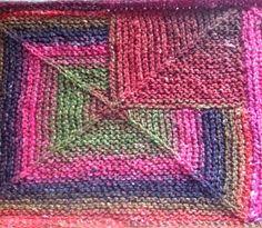 """Velkommen til sidste del af Søndagsskolen om Domino. Denne gang skal vi strikke EN TO og TRE. Billedet viser to elementer, nemlig """"EN"""" og """"... Mitered Square, Knitting Patterns, Crochet Patterns, Knitted Throws, Drops Design, Knit Crochet, Projects To Try, Crafts, Inspiration"""
