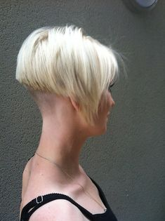 Short spiky hairstyles for women have been known to have a glamorous and sassy look in quite a simple way. Women often prefer these short spiky hairstyles. Short Wedge Hairstyles, Short Blonde Haircuts, Messy Bob Hairstyles, Undercut Bob Haircut, Line Bob Haircut, Haircut Short, Very Short Hair, Short Hair Cuts, Short Hair Styles