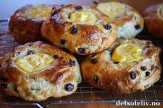 Ambrosiaboller med vaniljekrem | Det søte liv Bagel, Doughnut, French Toast, Muffin, Baking, Breakfast, Desserts, Recipes, Morning Coffee