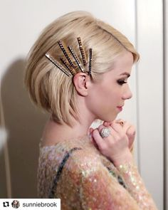"JENNIFER BEHR - ""Proof that short hair can pull off hair jewels too 👊 in the Gwen Bobby Pins by ⁣ Bobby Pin Hairstyles, Romantic Hairstyles, Headband Hairstyles, Straight Hairstyles, Cool Hairstyles, Fashion Hairstyles, Short Haircuts, Hairstyles Haircuts, Corte Bob Hair"