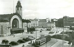 Central Railway Station of Helsinki Finland (Rautatienasema) colourized by me Helsinki, Map Pictures, Old Buildings, Beautiful Buildings, Tower Bridge, Time Travel, Old Photos, Tours, Black And White