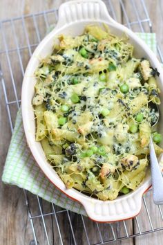 Pasta casserole with spinach recipes recipeoftheday easy eat recipe eat food fashion diy decor dresses drinks breakfast toast vegan vegetarian I Love Food, A Food, Good Food, Oven Dishes, Pasta Dishes, Pasta Recipes, Dinner Recipes, Spinach Recipes, Vegetarian Recipes