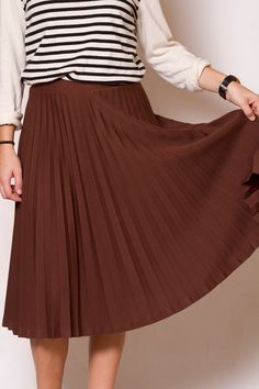 This vintage pleated skirt has an elastic waistband, is mid calf length, and is made out of a thick material, which makes it perfect for the cooler