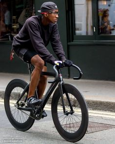 Urban Cycling, Urban Bike, Push Bikes, Fixed Gear Bike, Cycle Chic, Touring Bike, Bike Style, Bike Design, London Fashion