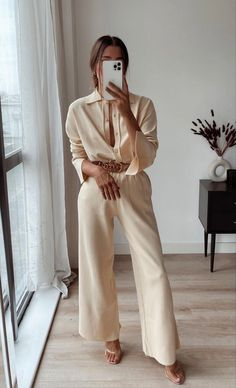 Simple Outfits, Classy Outfits, Chic Outfits, Fashion Outfits, Beige Outfit, Neutral Outfit, Spring Summer Fashion, Spring Outfits, Look Office
