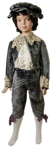 """Boy's blue velvet """"Little Lord Fauntleroy"""" suit, English, 1887. V&A Museum."""