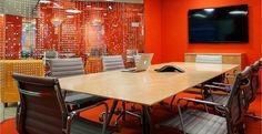 Office Furniture Design, Workspace Design, Office Interior Design, Office Interiors, Office Designs, Office Ideas, Corporate Office Decor, Corporate Design, Bureau Open Space