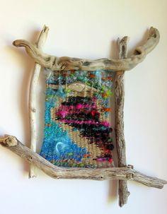 - Photo de accessoires et divers - Filzélaine Art Fibres Textiles, Textile Fiber Art, Weaving Textiles, Weaving Art, Loom Weaving, Tapestry Weaving, Hand Weaving, Weaving Projects, Driftwood Art