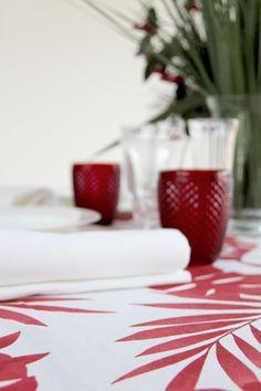 Hojas Rojo - Urrea Mantelerias Napkins, Strawberry, Fruit, Tableware, Wedding Decoration, Red Leaves, White People, Dinnerware, Dinner Napkins