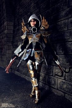 Diablo III Cosplay is Ready to Hunt Down Some...