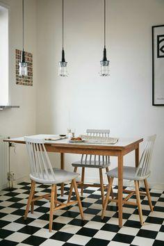 Kitchen chess stockholm interior Per Lindeströms väg 121 Kitchen Interior, Simple House, Interior, Living Space Decor, White Kitchen Tiles, Home Decor, Kitchen Dining Room, Scandinavian Style Interior, Home Kitchens