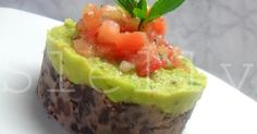 Sformati di fagioli neri con guacamole e insalatina di pomodori