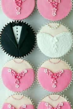 The #cutest #cupcake idea I have seen in awhile! Also super easy to match for your #wedding palette!