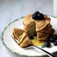 3 ingredient pancakes! (1Banana, 2eggs,pinch baking powder)