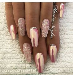 SMART NAIL ART DESIGNS FÜR DIESES JAHR – Nageldesign & Nailart, You can collect images you discovered organize them, add your own ideas to your collections and share with other people. Fancy Nails, Trendy Nails, Pink Nails, Cute Nails, Pink Chrome Nails, Chrome Nail Art, Rose Gold Glitter Nails, Pink Sparkle Nails, Coffin Nails Glitter