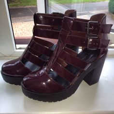 Chunky, cut out boots