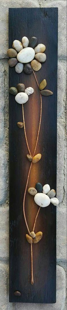 ENVÍO GRATIS Pieza original - cadena de flores en madera recuperada. La madera recuperada mide 30 x 5, pintado en acrílicos y rociado con sellador. Hay un gancho en la parte posterior para colgar efectos. Por favor, no dude en visitar las otras piezas en mi tienda... y me encanta siempre las peticiones especiales.