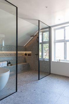 Dette badet får klesdesigner Maria Skappel Holzweiler i drømmemodus - Modena Fliser Diy Bathroom, Bathroom Trends, Chic Bathrooms, Dream Bathrooms, Bathroom Interior, Concrete Bathroom, Bathroom Faucets, Bathroom Goals, Luxury Bathrooms
