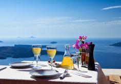 Santorini, de vijf tips van... - Nomad & Villager Santorini, een Grieks eiland met een Italiaanse naam. Geliefd door Plato, Romanitici en filmmakers. .