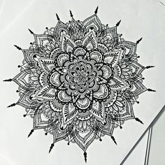 freehand mandala looks awesome, must try this Mandala Doodle, Mandala Drawing, Mandala Art, Doodle Art, Mandala Tattoo Mann, Mandala Tattoo Design, Tattoo Designs, Mandala Pattern, Zentangle Patterns