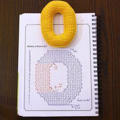 Crochet letter O Crochet Alphabet Letters, Crochet Letters Pattern, Alphabet And Numbers, Crochet Patterns, Crochet Diagram, Crochet Chart, Crochet Motif, Crochet Stitches, Crochet Numbers