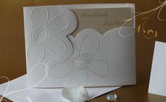 Partecipazioni di Matrimonio, inviti di Nozze. Partecipazione tasca in cartoncino bianco con decorazioni in perla. Cartoncino interno in carta opale.