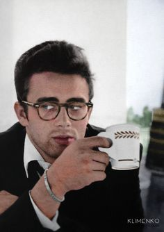 James Dean, Famous UCLA Drop Out! James Dean dropped out of UCLA after one semester. Classic Hollywood, Old Hollywood, Hollywood Icons, Hollywood Actresses, Beautiful Men, Beautiful People, Nice People, Hello Beautiful, Celebridades Fashion