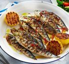 This simple BBQ recipe of sardines with chilli, garlic & lemon is light, healthy & totally tasty. See lots more easy BBQ recipes at Tesco Real Food. Easy Bbq Recipes, Barbecue Recipes, Fish Recipes, Seafood Recipes, Salad Recipes, Healthy Recipes, Top 10 Healthy Foods, Lemon Fish, Stuffed Peppers