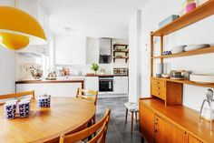 Uuuhm yeah, dining table and sideboard, I like the color of the wood