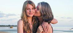 Αν έχετε κόρη, κουβαλάτε ένα χρέος στους ώμους σας: Να της μιλήσετε για τις σχέσεις της με το άλλο φύλο. Τι πρέπει, όμως, να πείτε σ' αυτή την ευαίσθητη συζήτηση και πότε;