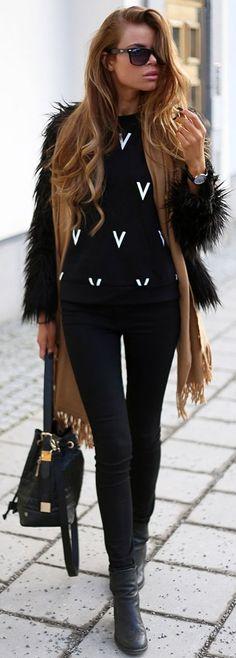 Josefin Ekstrom V Print Sweater Fall Street Style Inspo Fall Winter Outfits, Autumn Winter Fashion, Fashion Fall, Street Fashion, Botas Outfit, Girl Fashion, Womens Fashion, Fashion Trends, Fashion Inspiration