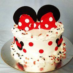 Minnie mouse cream cake  #minniemouse #minnie #cream  #bow  #red  #redbow #slag #masna #minimaus #cake #nofondant #fondanfreecakes #instasweet #instacake #instagrambelgrade #instagramsrbija #instadaily #macinslatkisvet #bday #bdaygirl #birthday #miaeventclub