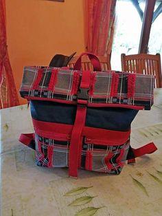 Sac à dos Troïka à carreaux rouges et noirs cousu par Christelle - Patron Sacôtin