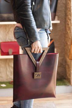 Leather Gifts, Leather Bags Handmade, Handmade Bags, Leather Craft, Leather Bag Tutorial, Wooden Bag, Bag Women, Handmade Handbags, Leather Projects