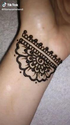 #henna #mandala #hennatattoo #hennaart #tatuagemdelicada #portugal Small Henna Designs, Pretty Henna Designs, Finger Henna Designs, Beginner Henna Designs, Ankle Henna Designs, Henna For Beginners, Mehndi Designs, Small Henna Tattoos, Henna Tattoo Designs Simple