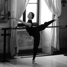 Svetlana Zakharova...TURNOUT!!