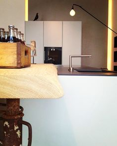 #architecture #architecturelovers #design #interiordesign #furniture #furnituredesign #arredamento #arredamentointerni #decor #venezia #fashion #fashionstyle #cocacola #kitchen #lighting #varenna #dinner #vitra