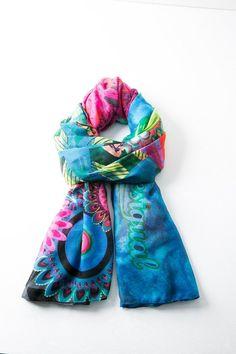 d5675a76227d5 Un joli foulard léger, de préférence un grand carré de coton fin Fall  Accessories,