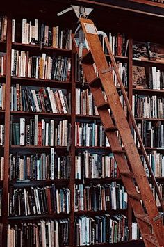 """My friend and I ventured out into the city to check out the CUTEST bookstore and you guys - it was HEAVEN! It's older, with a nice vintage feel to it - it's the perfect place to go to for that """"rainy… Autumn Aesthetic, Book Aesthetic, Aesthetic Vintage, Aesthetic Photo, Aesthetic Pictures, Belle Aesthetic, Artist Aesthetic, Aesthetic Women, Aesthetic Outfit"""
